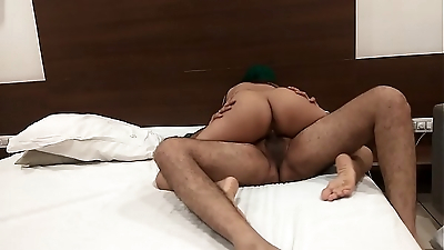 Indian bhabhi fuck for her promotion with her boss - Desi Porn